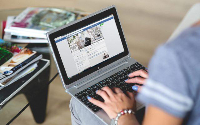 Difunde Facebook consejos para mantener la salud mental durante la cuarentena - Foto de Pexels .