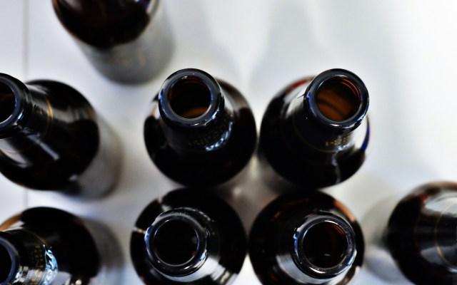 Suman 40 muertos por consumo de alcohol adulterado en Jalisco - Alcohol botellas vacías