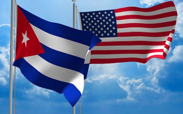 Cuba asegura ser víctima del terrorismo financiado y ejecutado por EE.UU. - Banderas de Cuba y Estados Unidos