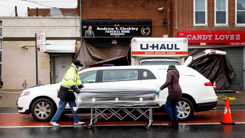 Quitan licencia a funeraria de Nueva York que almacenó cadáveres en camiones - Casa Funeraria Andrew T. Cleckley a la que el Departamento de Salud de Nueva York quitó licencia de funcionamiento. Foto de EFE