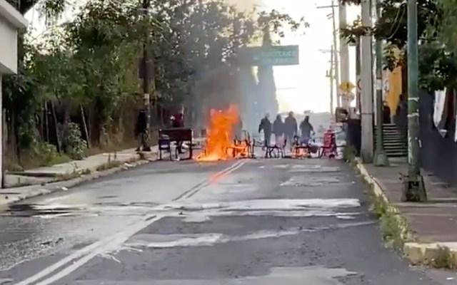 Encapuchados realizan actos vandálicos en CCH Sur - Foto de @i_alaniis