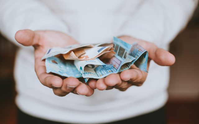 La crisis por la covid ha afectado a los bancos europeos, según Deutsche Bank - Photo by Christian Dubovan on Unsplash