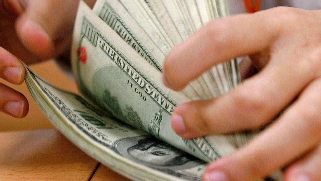 Iniciativa sobre recepción de dólares respeta autonomía de Banxico, afirma Senado - Dólares. Foto de EFE