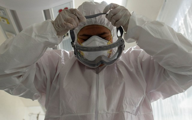 Coparmex exige a gobierno federal replantear estrategia ante COVID-19 - COVID-19 México hospital médicos personal sanitario