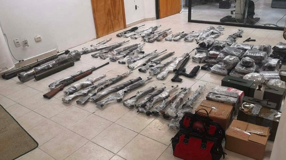 México y Estados Unidos acuerdan ampliar puntos de revisión para combatir trafico de armas - Guardia Nacional decomisa 40 armas y 35 mil cartuchos útiles en Tamaulipas