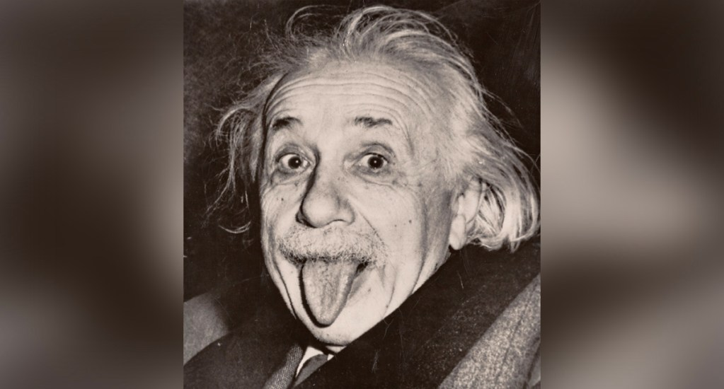 Subastarán la copia más antigua de la foto de Einstein sacando la lengua - La copia más antigua que se conoce de la icónica fotografía de Albert Einstein (1879-1955)