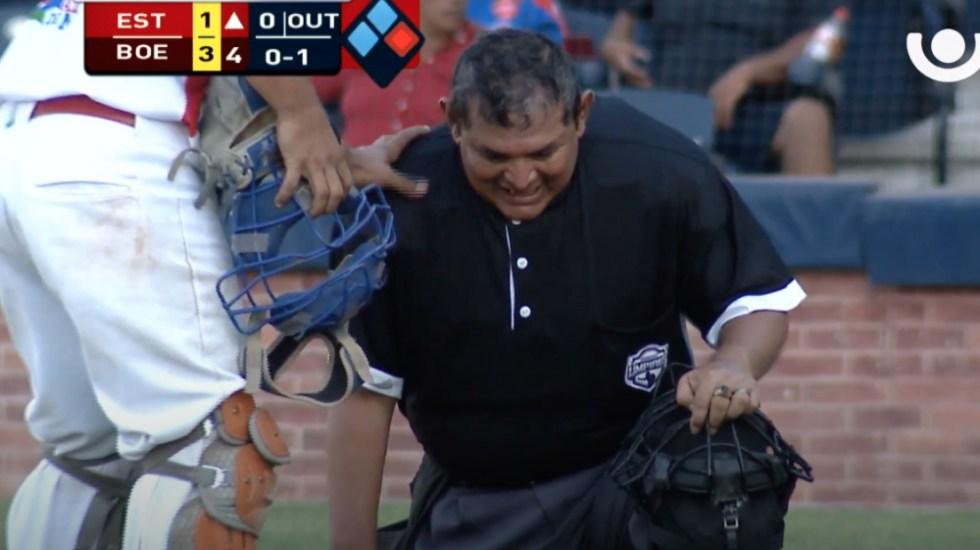 Se desmaya árbitro durante partido de béisbol en Nicaragua - El árbitro Héctor Rayo detuvo el partido del Bóer contra el Esterlí al sentirse mal. Captura de pantalla / Canal 13