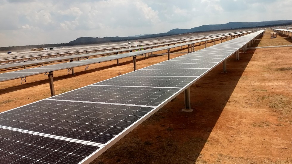 Reactivan pruebas en centrales renovables por orden judicial - Foto de EFE. (Archivo)