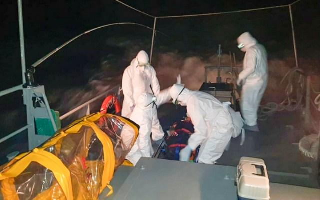 Marina evacua de buque a filipino con síntomas de COVID-19 - Foto de @SEMAR_mx
