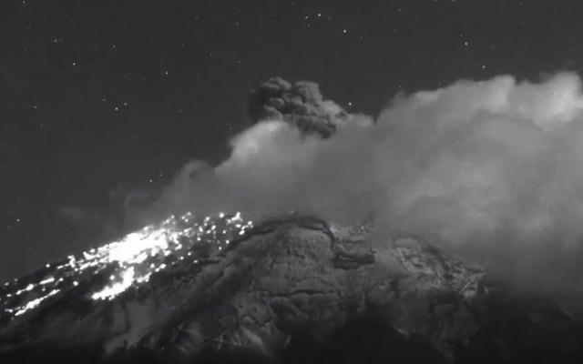 #Video Popocatépetl registra explosión de ceniza y gases - Explosión del volcán Popocatépetl. Captura de pantalla / @CNPC_MX