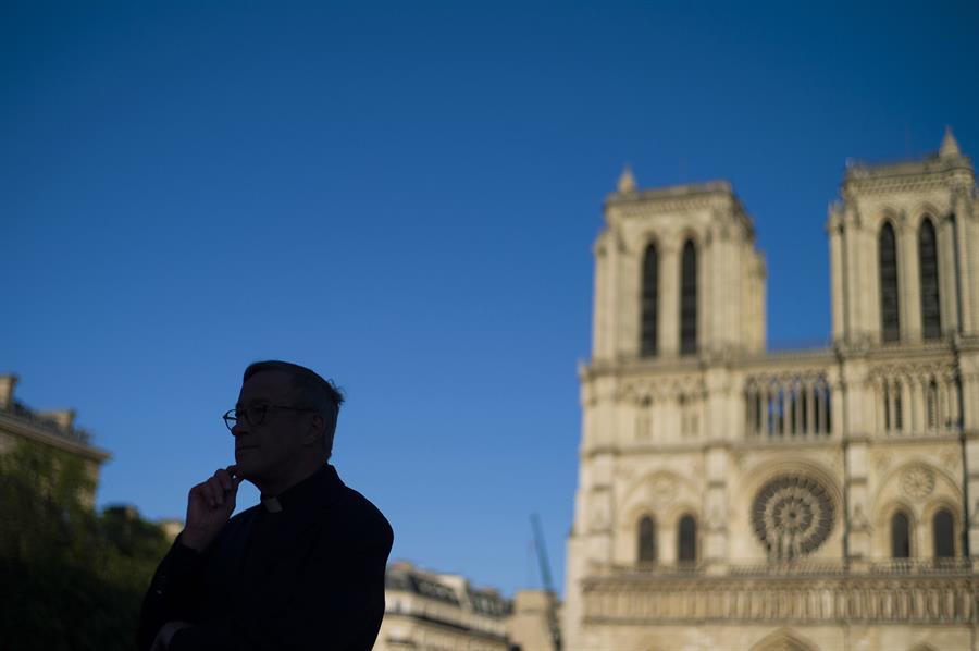 Reabren la explanada de la Catedral de Notre Dame - Foto de EFE.