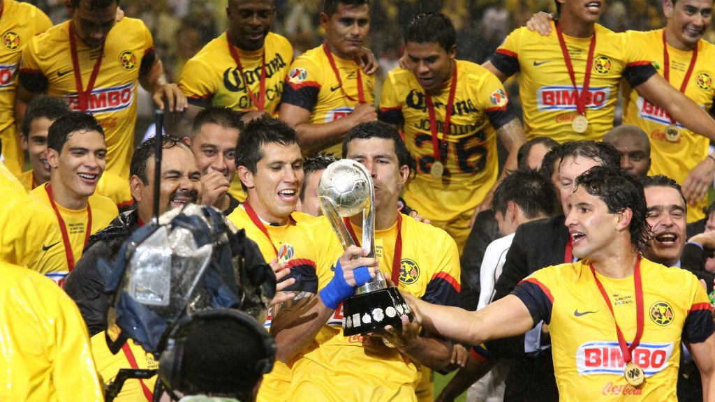 Miguel Herrera mintió a jugadores para ganar el Clausura 2013 - Festejo del Club América por victoria del Torneo Clausura 2013. Foto de @ClubAmerica