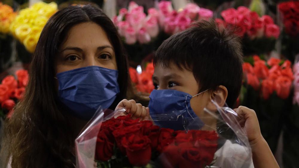 Este 10 de mayo no salgan a ver a las mamás, pide López-Gatell - Foto de Notimex