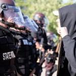 Anonymous amenaza con exponer red de corrupción policial en EE.UU. tras asesinato de George Floyd