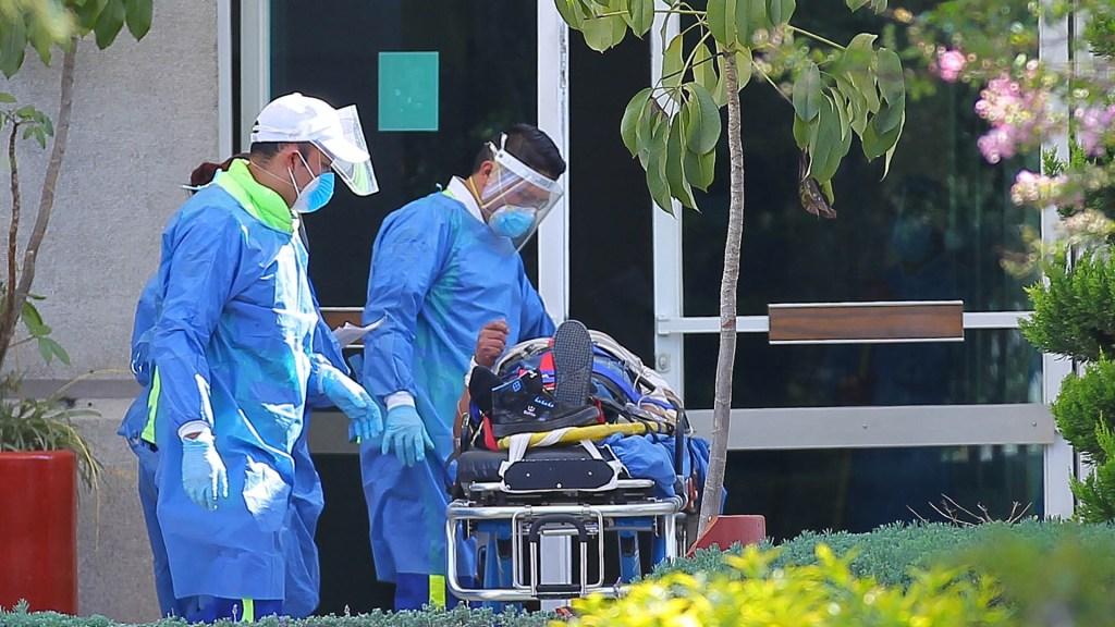 Por crisis de COVID-19, van 25 mil nuevos contratados en sector salud - Hospital COVID-19 Coronavirus médicos