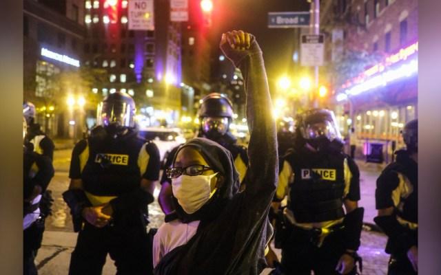 Manifestación contra policías que presuntamente asesinaron a mujer negra deja siete heridos - Manifestación contra policías en Louisville, Kentucky