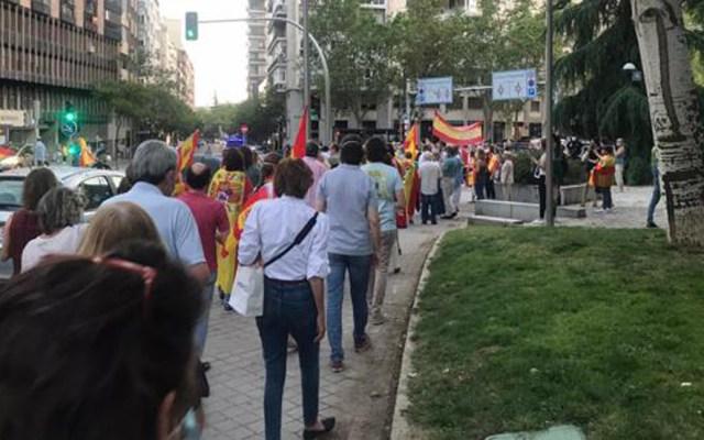 #Video Manifestantes toman calles de España contra gestión ante COVID-19 - Manifestación sobre el Paseo de la Habana en  Madrid, España. Foto de ABC
