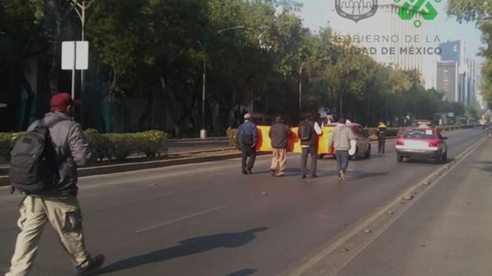 Taxistas marchan sobre Paseo de la Reforma rumbo a la Secretaría de Bienestar - Marcha de taxistas sobre Paseo de la Reforma