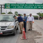 Retornan a Texas a 70 automovilistas por desacatar medidas sanitarias en Matamoros