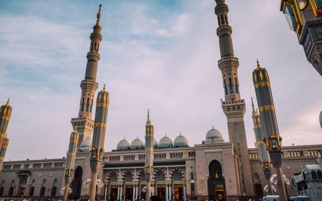 Arabia Saudita implementa abolición de condenas a latigazos - Mezquita de Arabia Saudita. Foto de Yasmine Arfaoui / Unsplash