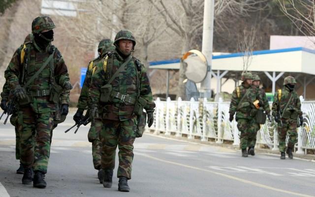Las dos Coreas intercambian disparos en la frontera tras reaparición de Kim - Militares surcoreanos. Foto de EFE