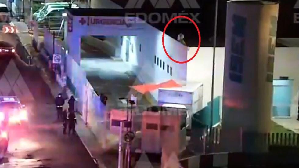 #Video Paciente intenta suicidarse en Hospital Las Américas de Ecatepec - Paciente en cornisa del Hospital Las Américas de Ecatepec. Captura de pantalla