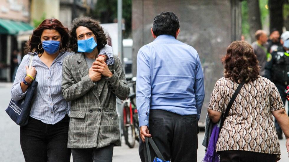 México rebasa los 800 mil casos confirmados y 83 mil muertes por COVID-19 - Personas con cubrebocas en la Ciudad de México. Foto de Notimex