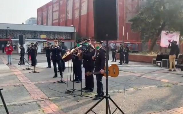 #Video Policías llevan serenata en Tlatelolco por el Día de las Madres - Policía Ciudad de México Tlatelolco serenata