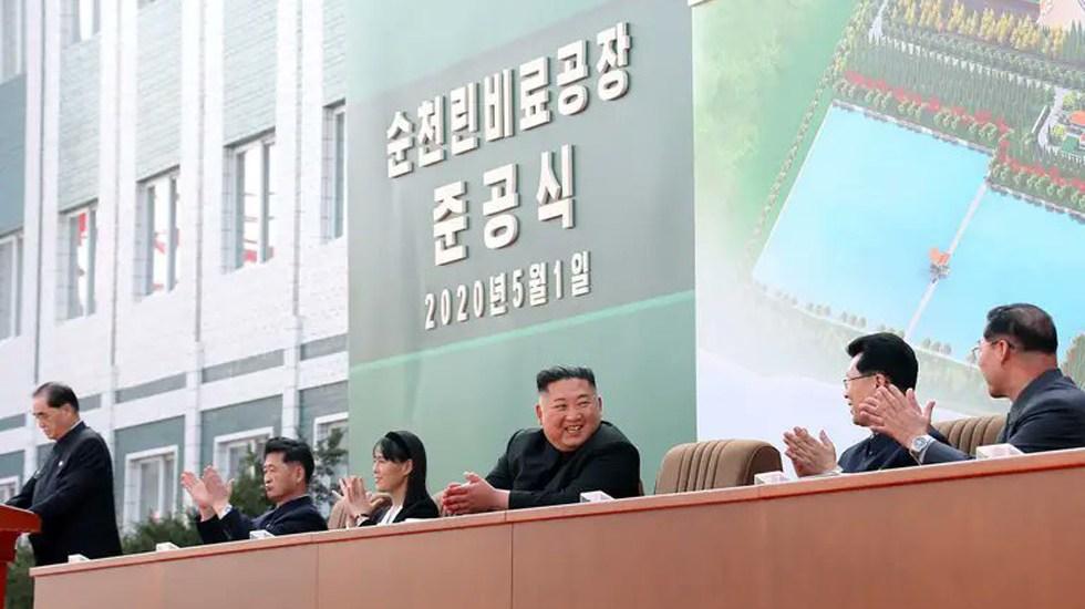 Corea del Norte muestra misil balístico en desfile militar celebrado en Pyongyang - Reaparición pública de Kim Jong-un tras 20 días ausente. Foto de KCNA