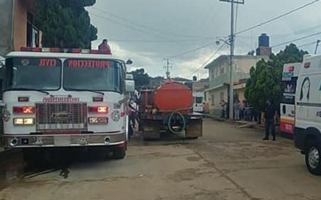 Explosión de polvorín deja dos muertos en Michoacán - Servicios de emergencia en sitio de explosión. Foto Especial