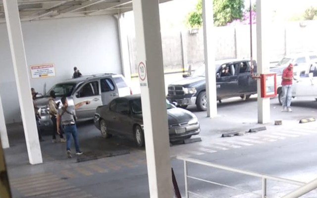 #Video Se registran balaceras en Magdalena de Kino, Sonora; muere exalcalde - Sujetos armados sobre carretera Magdalena-Nogales en Sonora. Foto de @marleonfontes