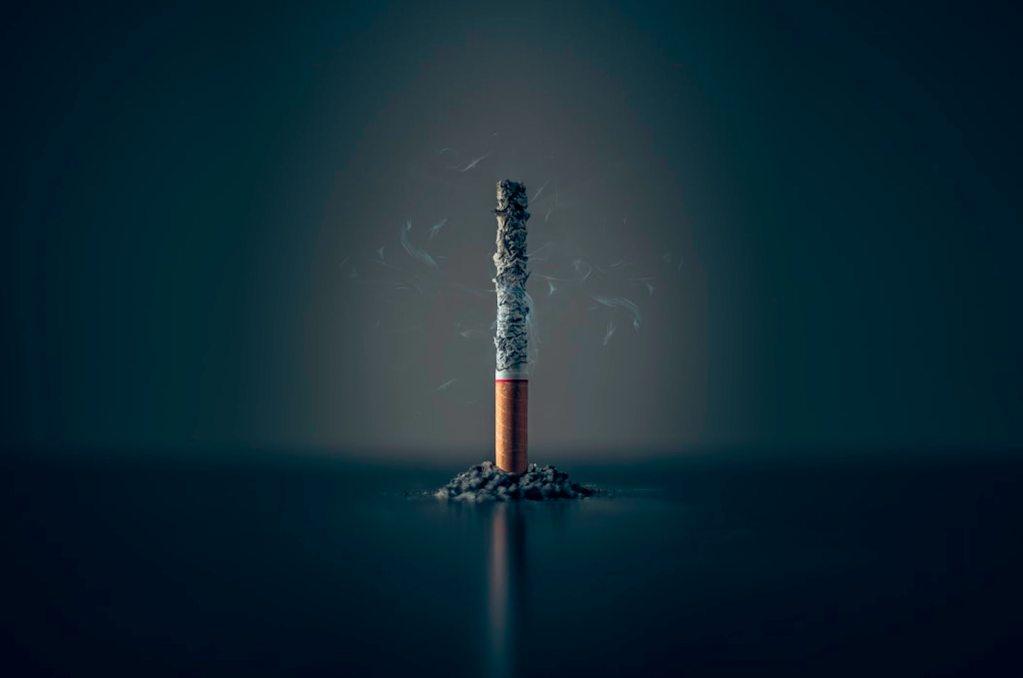 Las complicaciones que provoca el tabaquismo ante el COVID-19 - El tabaquismo complica la salud de personas con COVID-19, informó el IMSS. Foto de Mathew MacQuarrie @matmacq