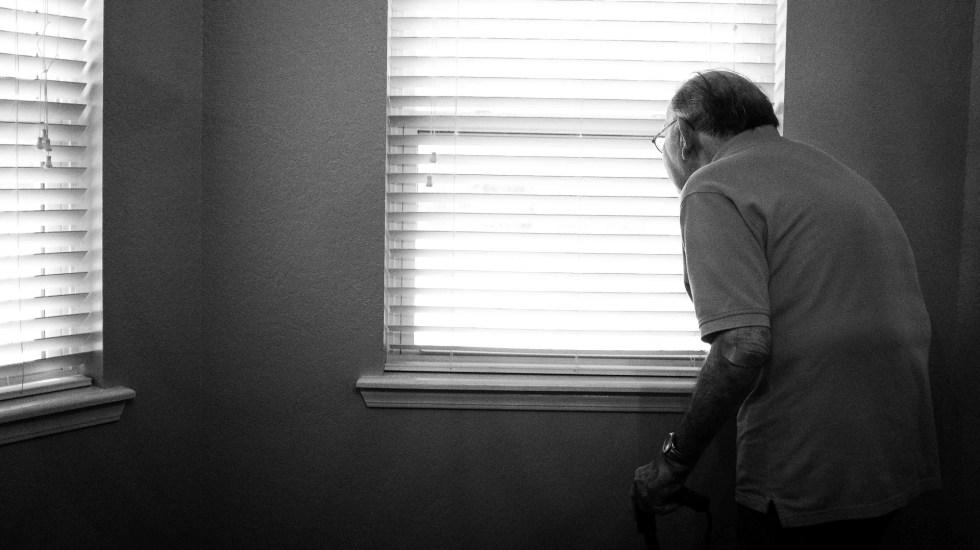 Gobierno capitalino inspeccionará asilo tras presunto brote de COVID-19 - Tercera edad anciano viejo persona