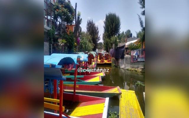 Hallan a hombre muerto entre trajineras de embarcadero en Xochimilco - un hombrefue hallado muerto flotando entre unas trajineras en el embarcaderodeXochimilco