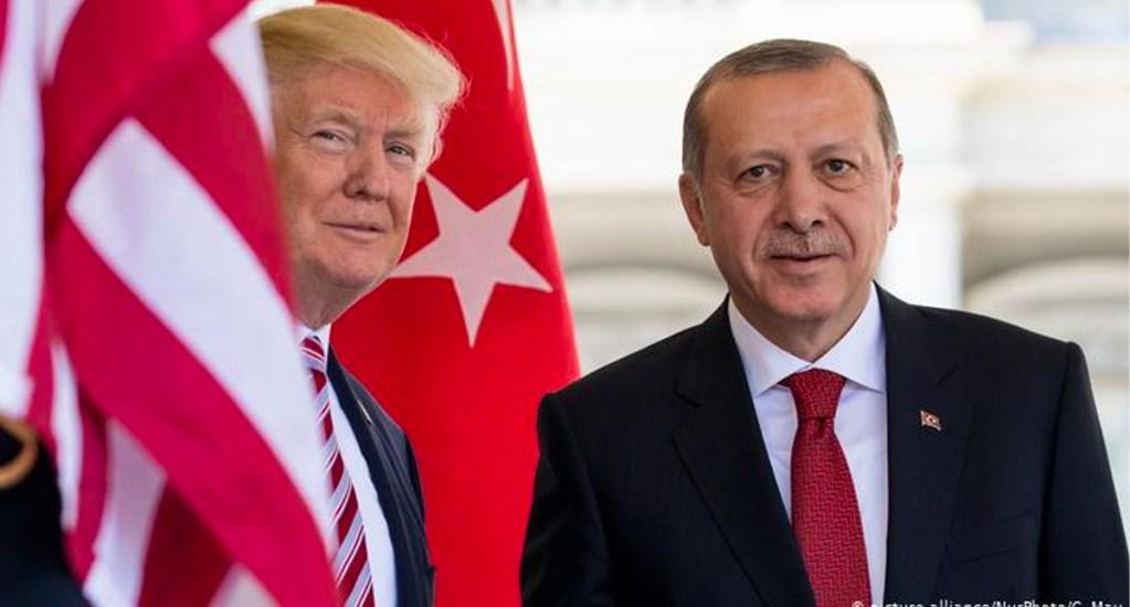 Trump habla con su homólogo de Turquía sobre avances en reapertura por COVID-19 - El presidente de Estados Unidos conversó este sábado con Recep Tayyip Erdogan, sobre los avances en la reapertura tras la pandemia del coronavirus