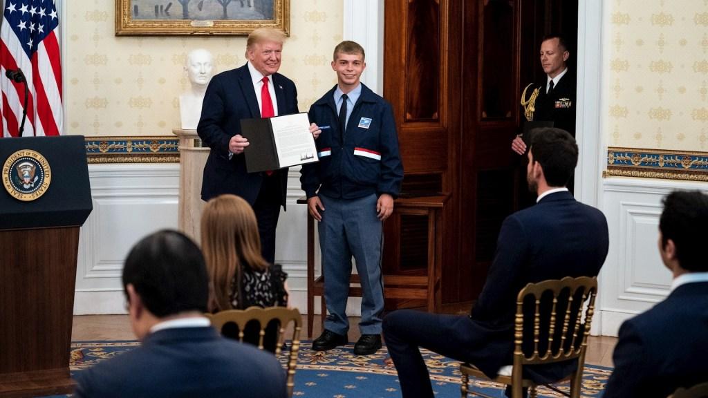 """Trump reconoce a """"héroes"""" de la pandemia en Estados Unidos - Trump reconocimiento Estados Unidos COVID-19"""