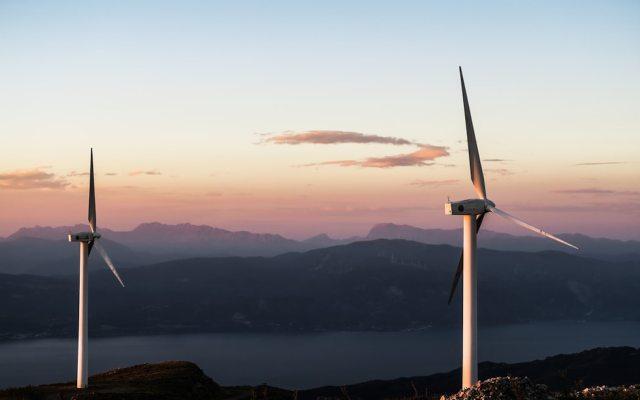 Nuevas reglas de operación de red eléctrica favorecen a CFE y afectan a energías renovables: WSJ - Turbinas eólicas. Foto de Jason Blackeye @jeisblack