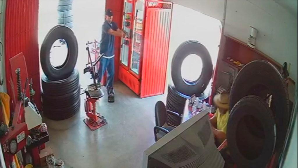 #Video Asesinan a hombre en taller mecánico de Celaya - asesinato taller mecánico celaya