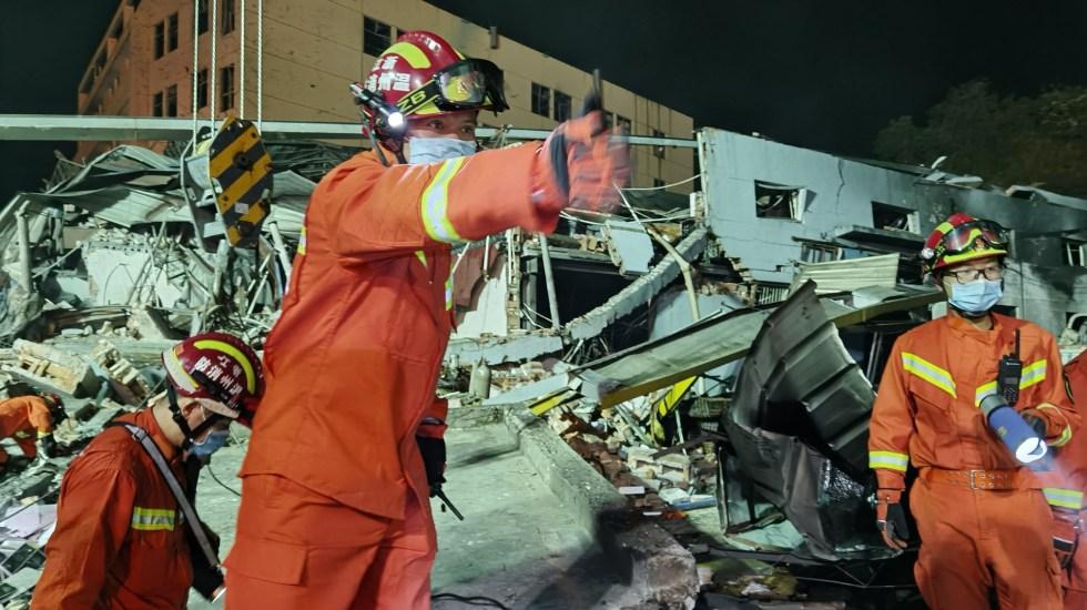 #Video Explosión de camión cisterna en China deja 19 muertos - Bomberos laboran en inmuebles derrumbados por explosión de camión cisterna en China. Foto de EFE