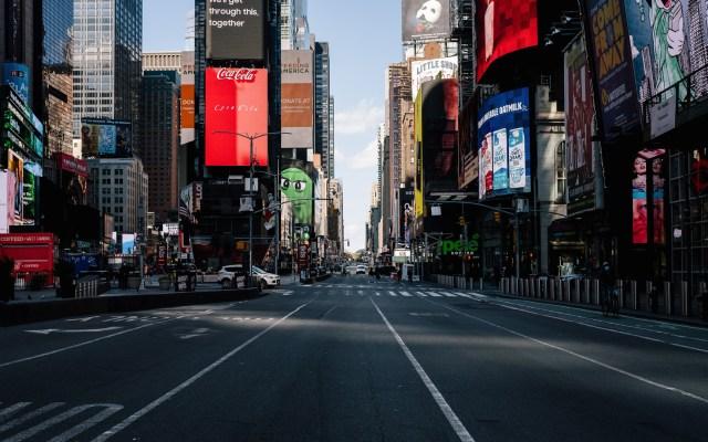 Proponen en Nueva York cerrar toda actividad no esencial en zonas con brotes de COVID-19 - Calles de Nueva York desiertas ante pandemia. Foto de EFE