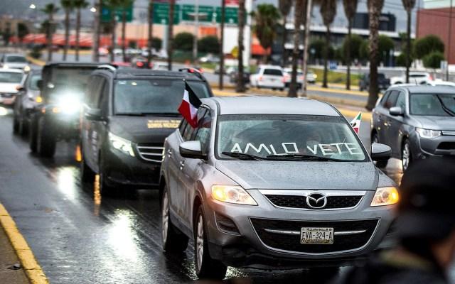 México vive tercer fin de semana de protestas contra AMLO - Caravana de automóviles contra el presidente López Obrador en Saltillo, Coahuila. Foto de EFE