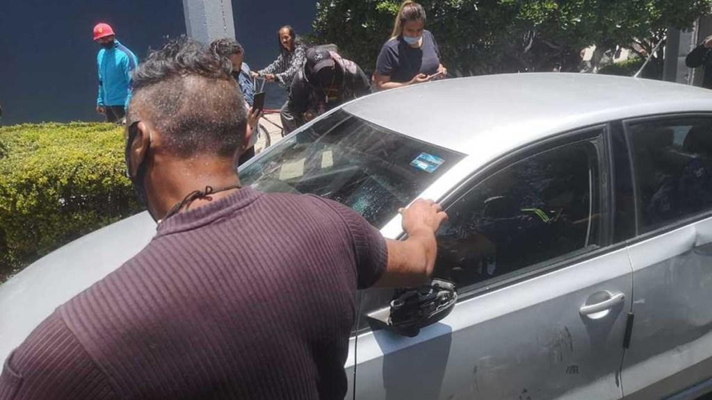 Conductor intenta atropellar a policías en Calzada de Tlalpan - Conductor que estuvo a punto de atropellar a policías manifestantes en Calzada de Tlalpan. Foto de Milenio