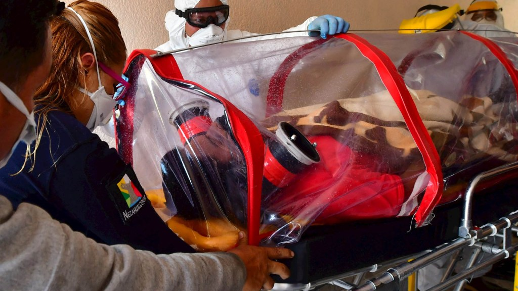 México suma siete semanas con reducción de epidemia de COVID-19; solo siete estados muestran incremento de casos - COVID-19 coronavirus hospital médicos ambulancia