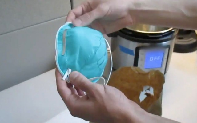 #Video Así podrás desinfectar los cubrebocas de manera casera para reutilizarlos - Cubrebocas, baño María