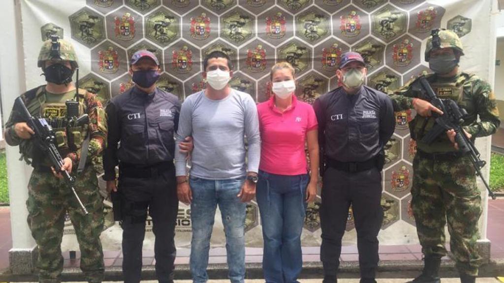 Capturan a lideresa por supuestos vínculos con disidencias de las FARC - Detención de Yolanda González García y Yonnier Emilio Pinzón Mogollón. Foto de Fiscalía General de la Nación de Colombia