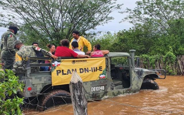Habilitan 12 refugios temporales en Campeche por tormenta tropical 'Cristóbal' - Evacuación de personas de zonas de riesgo en Campeche por tormenta tropical Cristóbal. Foto de @SEDENAmx