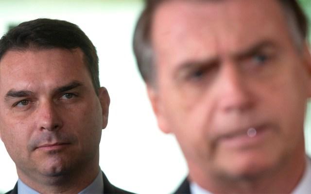 """Hijo de Bolsonaro niega acusaciones; dice ser víctima de un """"grupo político"""" - Flavio Bolsonaro"""