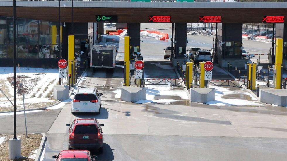 Frontera entre Canadá y EE.UU. mantendrá restricciones a viajes no esenciales otros 30 días - Foto de EFE