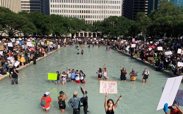 Más de 60 mil personas protestan en Houston por muerte de George Floyd - Foto de @ABC13Miya