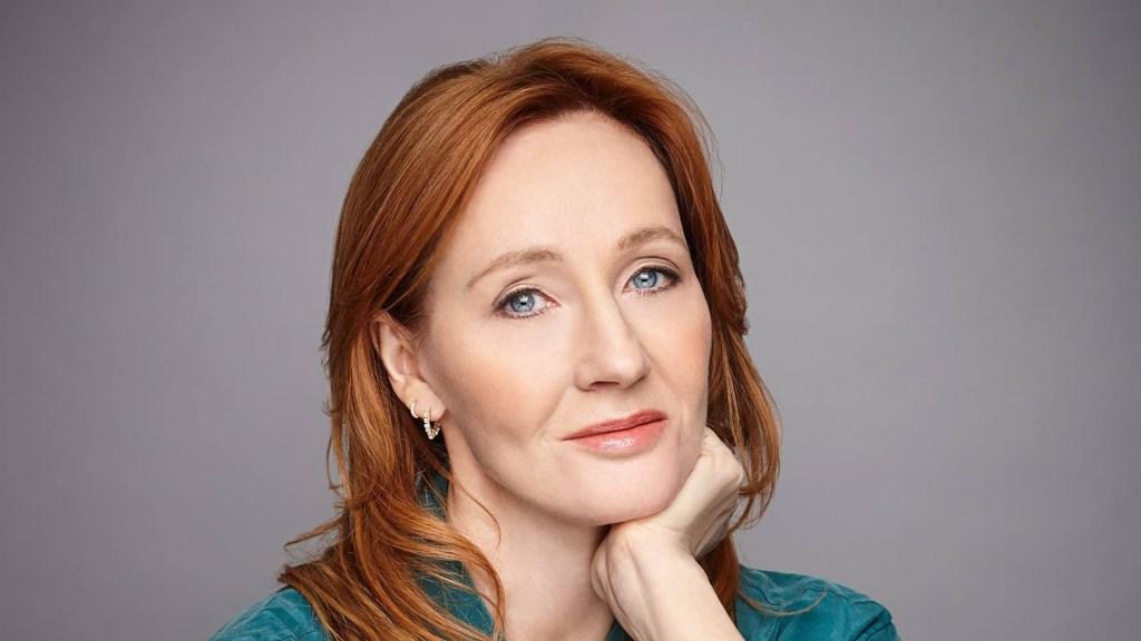 JK Rowling basa su opinión sobre el sexo biológico en haber sufrido violencia machista - Escritora JK Rowling. Foto de @JKRowling